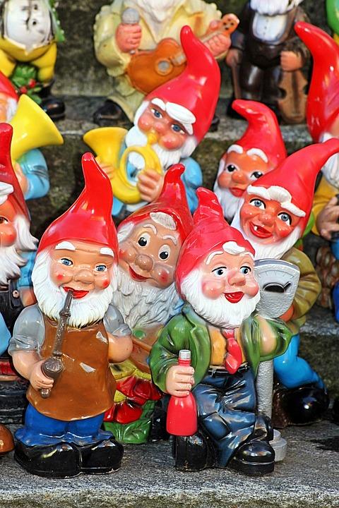 garden gnomes dwarfs funny garden decoration - Funny Garden Gnomes