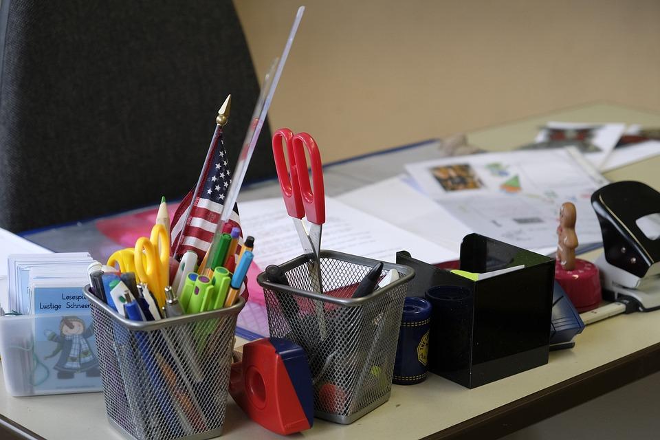 Tisch Schreibtisch Buro Kostenloses Foto Auf Pixabay