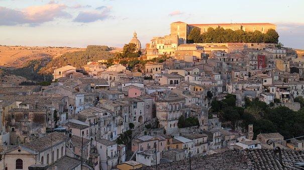 Ragusa, Sicilia, Italia, Palazzo