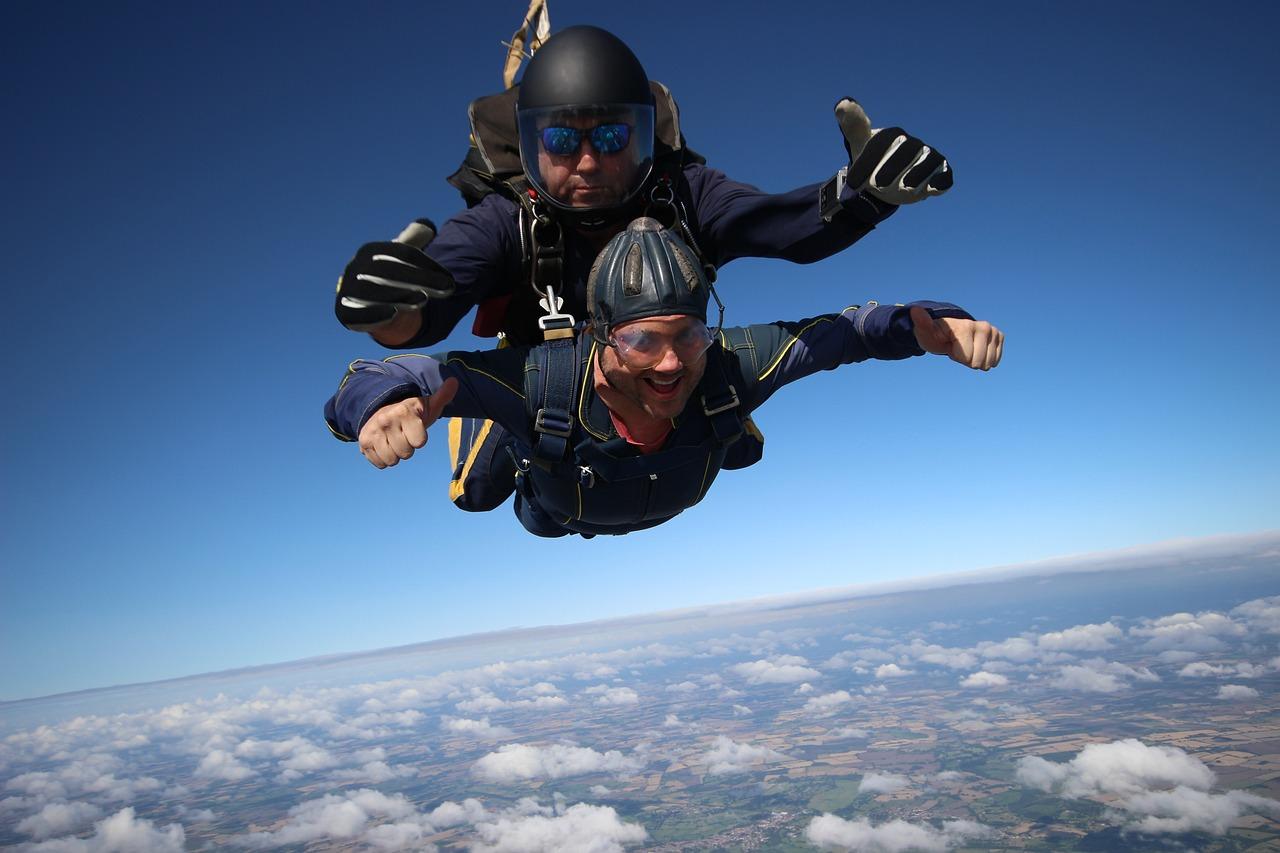 картинки люди прыгают с парашютом сделать такой