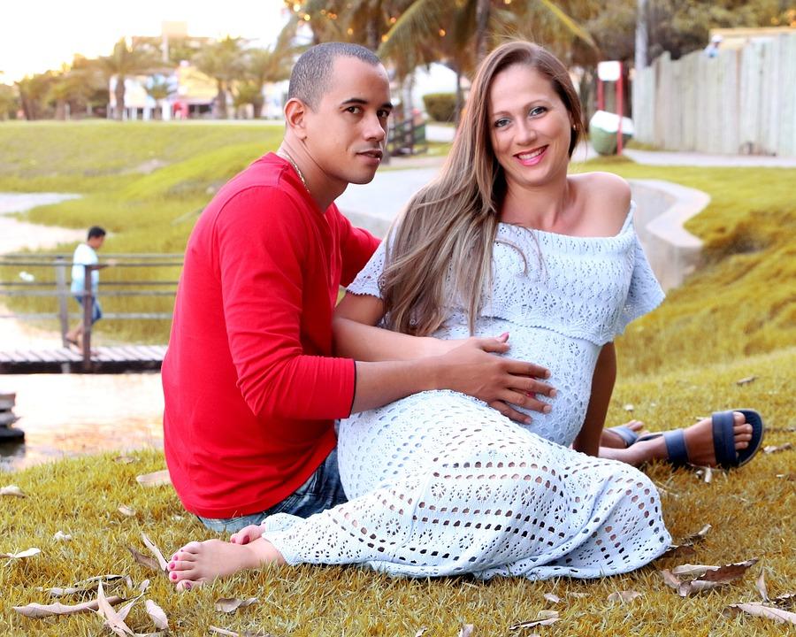 Er kenya moore dating den mand hun mødte på millionær matchmaker