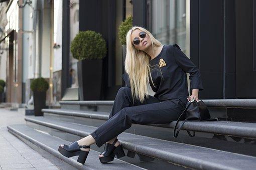 Dapatkan Gaya, Fashion, dan Glamor dengan Mengenakan Pakaian Desainer Terbaik