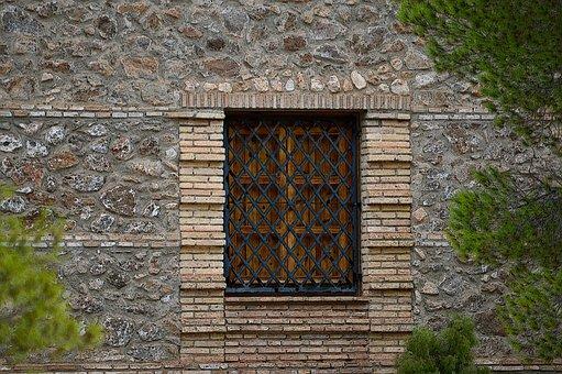 Jendela Dengan Jeruji, Kisi Kisi