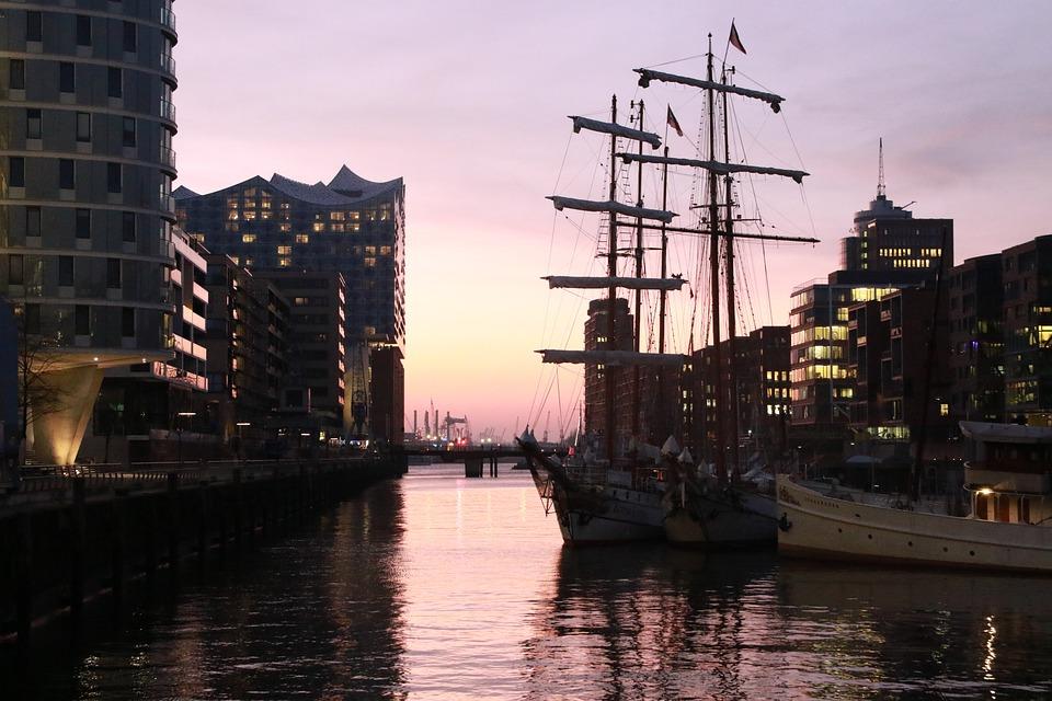 女王级二号舰首航英国重夺世界第二航母强国之位?