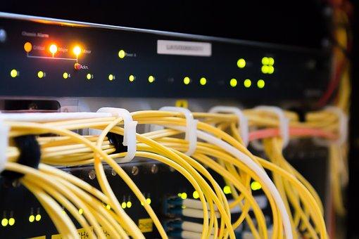 Ciberespaço, dados, fios, eletrônicos