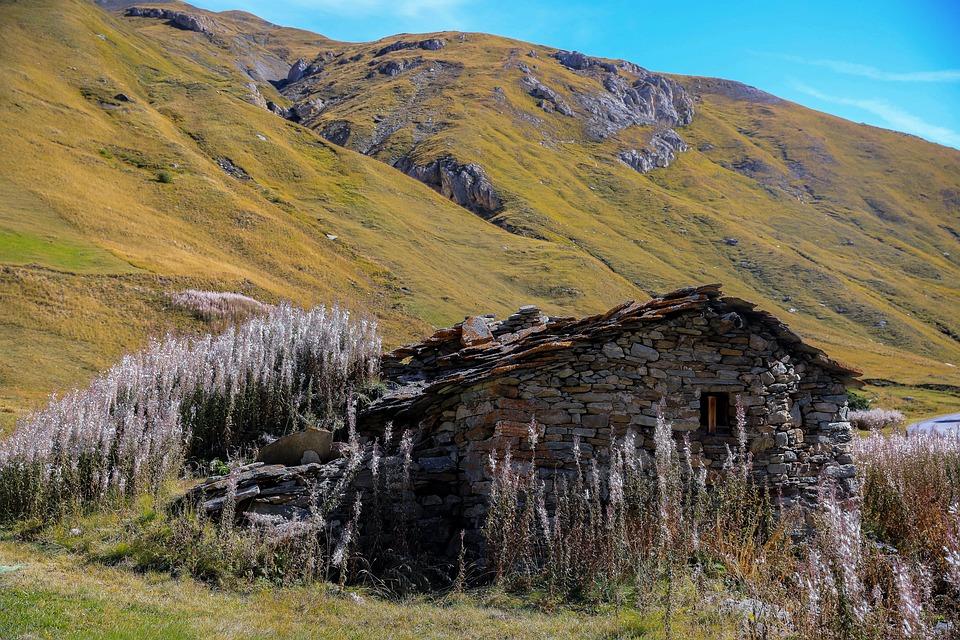 Case Di Montagna In Pietra : Uno chalet di montagna fedele allo stile alpino u casa e trend