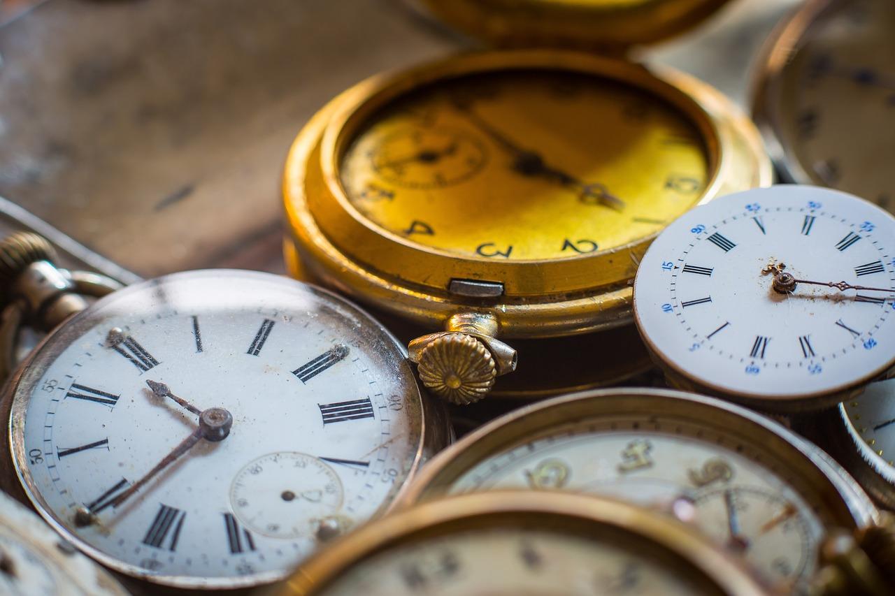рубиново-красные часы на час назад фото ткань больше высоте