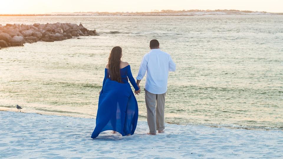 日没, カップル, 所蔵の手, ビーチ, 愛, 海, 男, 女性, 水, ロマンス, 屋外