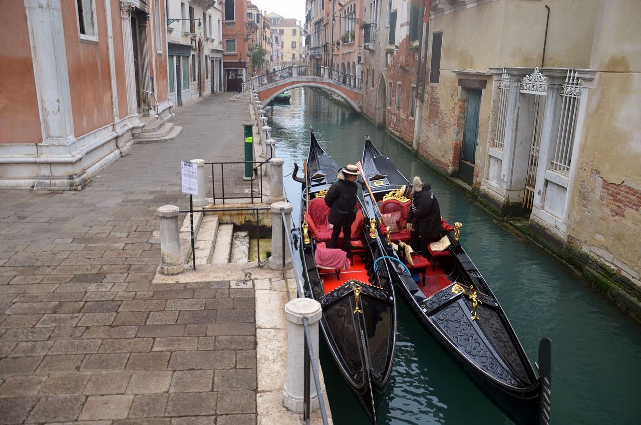 звуковую фото венецианской гондолы кроссовер