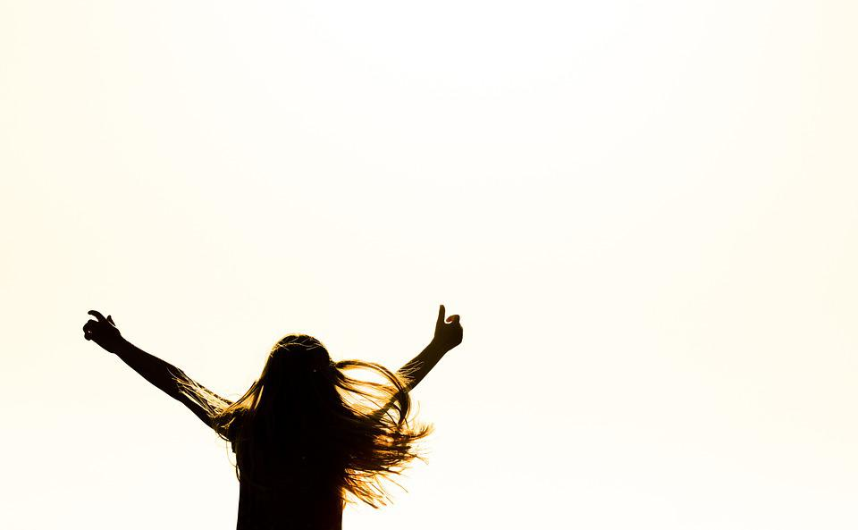 人, 女の子, 人間, 喜び, 日没, 太陽, オレンジ, 魅せるための生活, 歓声, シルエット