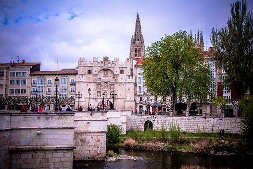 Qué ver qué hacer en Burgos, Vista del puente, rio y Catedral de Burgos