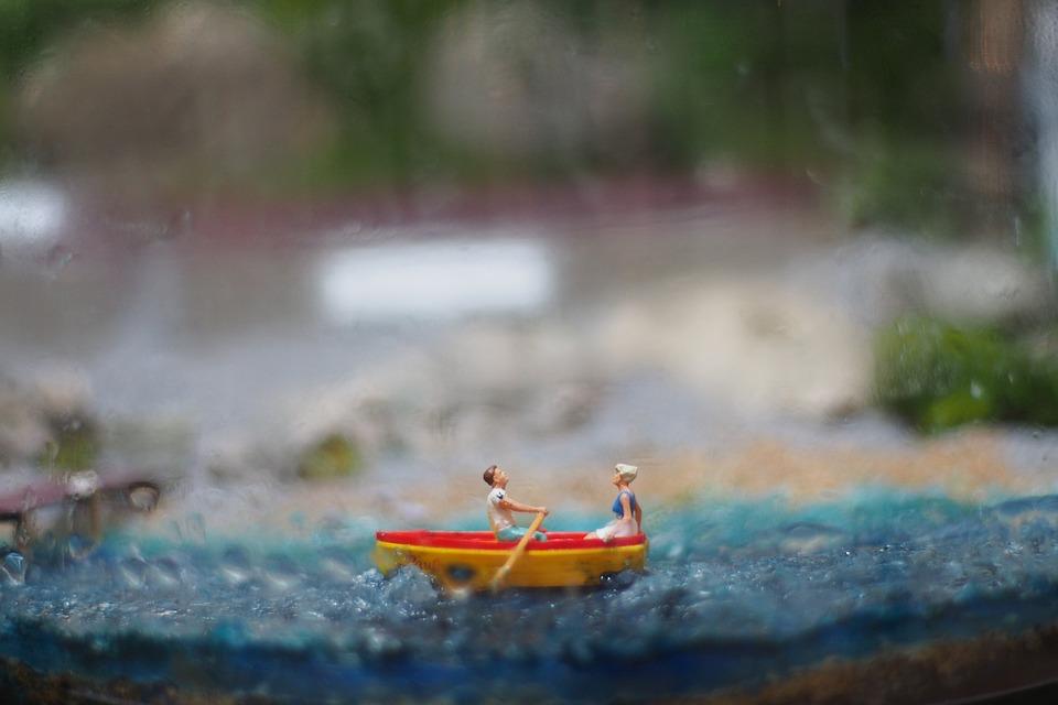 juguetes barco barquito de juguete foto gratis en pixabay
