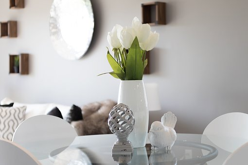 Inszenierung, Immobilien, Tulpen, Weiß