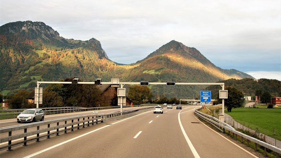 初心者向け高速道路の乗り方・降り方と料金所の支払い方