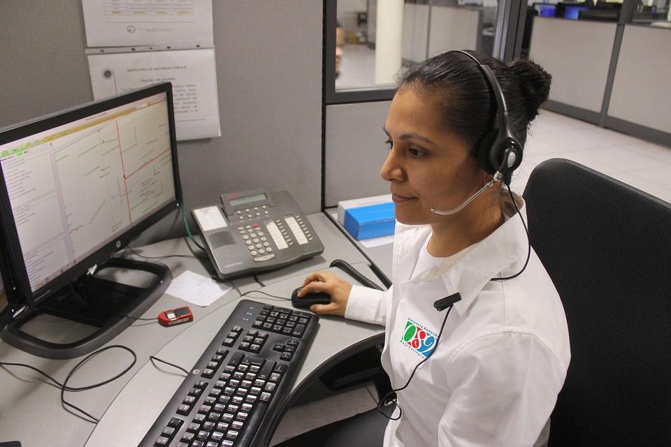 Профессия оператор: плюсы и минусы, обязанности, требования, работа, зарплата и карьера