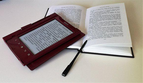 Printed book and eBook signifying 40 advantages andf disadvantages of printed books and eBooks