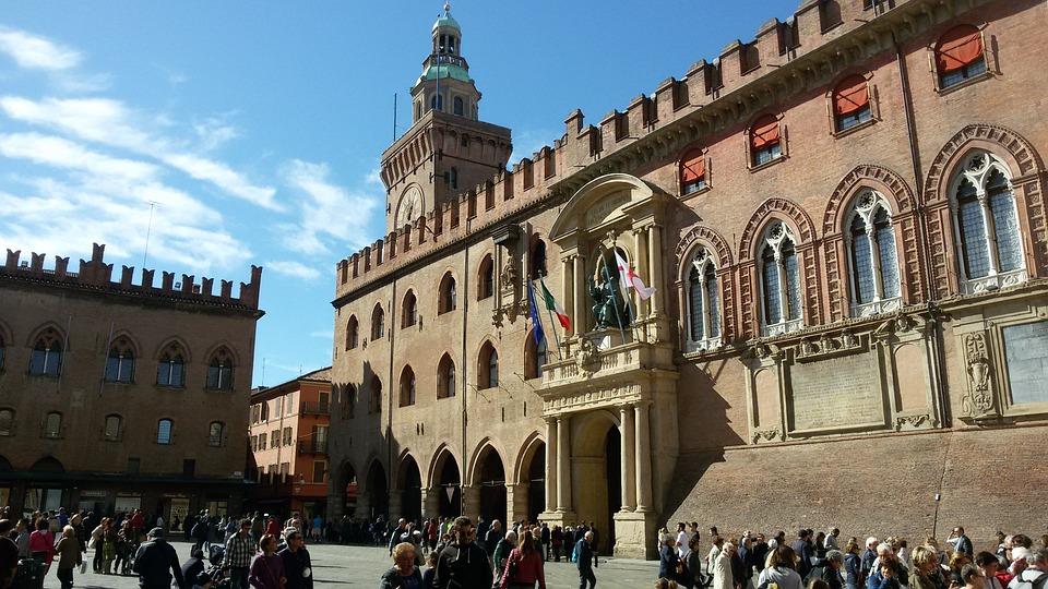 Plaza Grande, Ayuntamiento, Bolonia