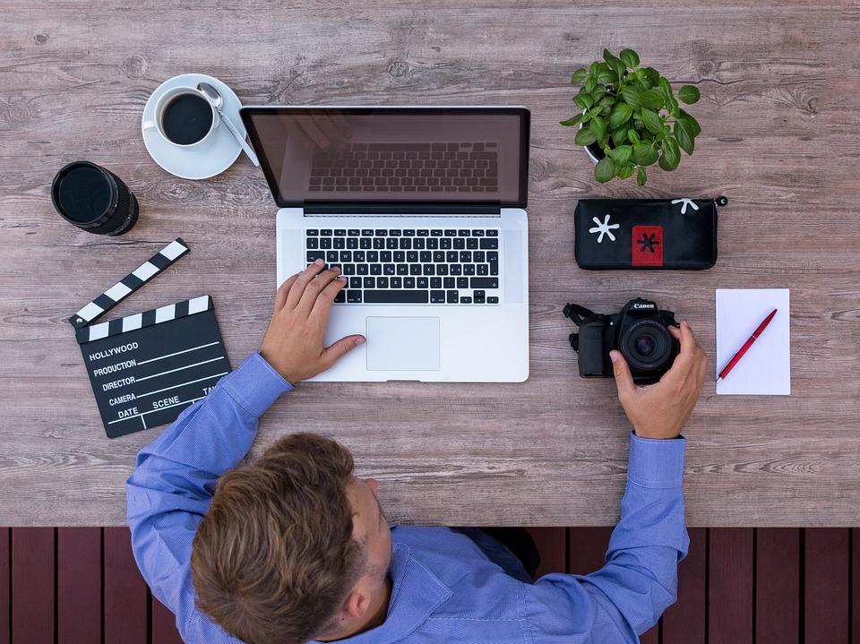 Youtuber, コンピューター, 映画制作者, 映画プロデューサー, 上から, 短編映画
