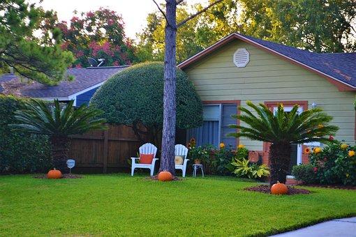 Family House, Pumpkins, Halloween