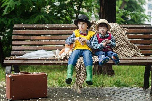 少年, 子供, 帽子, シャツ, ちゃんちゃんこ, スーツケース, ベンチ