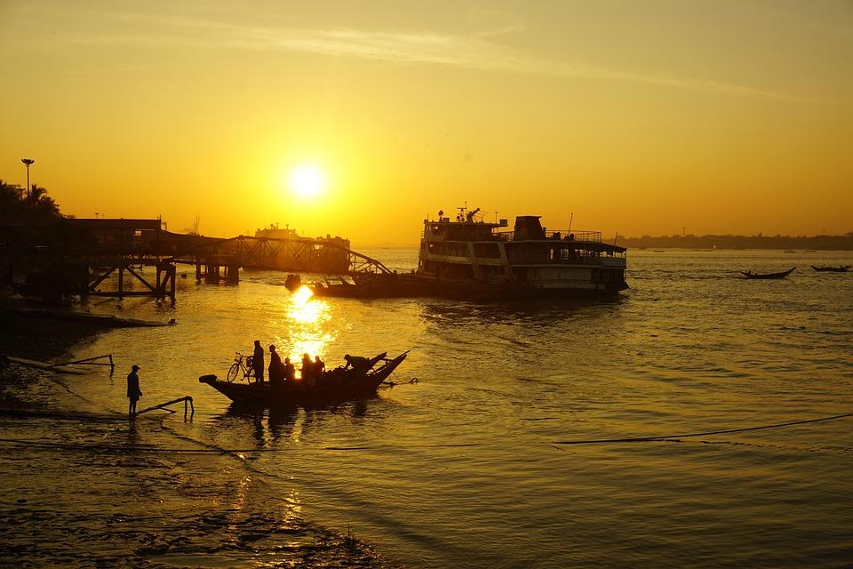 Γιανγκόν βγαίνω ραντεβού εδώ και 6 μήνες.
