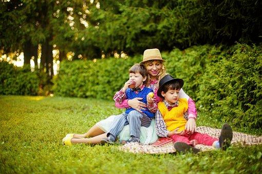 公園, お母さんと息子たち, 家族, 散歩, ママ, 子供, 赤ちゃん, 公園で