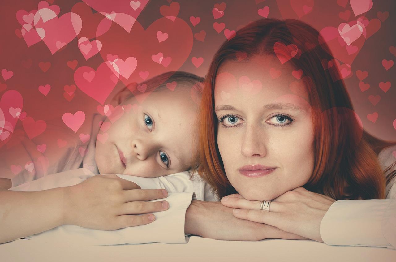 Стоят открытки, картинки о материнской любви к дочери