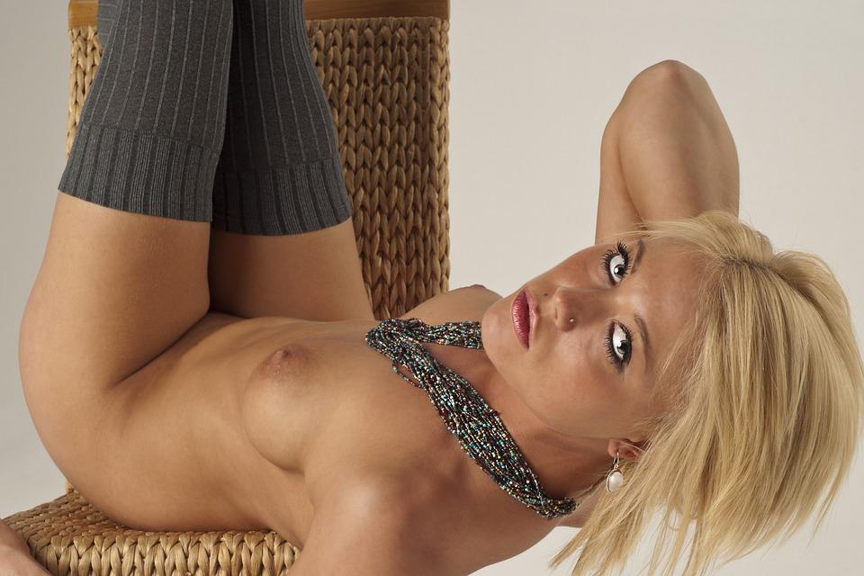 ξανθιά κορίτσι γυμνή φωτογραφίες πορνό κινούμενα σχέδια αστεία