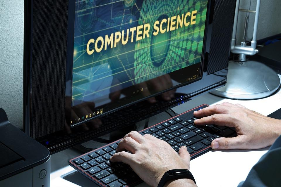 Maskinlæring kan for eksempel ta utgangspunkt i at en datamaskin lærer seg ett eller annet.