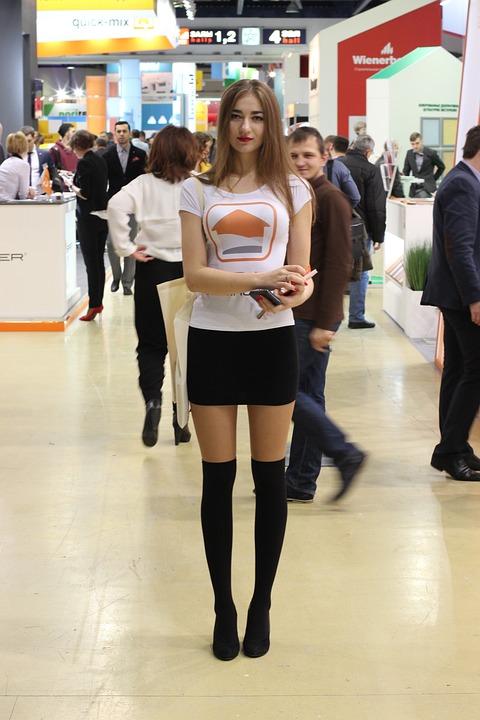 展覧会, 若い女性, モデル, 背の高い女の子, ツールの配布, リーフレット, カタログ, 冊子