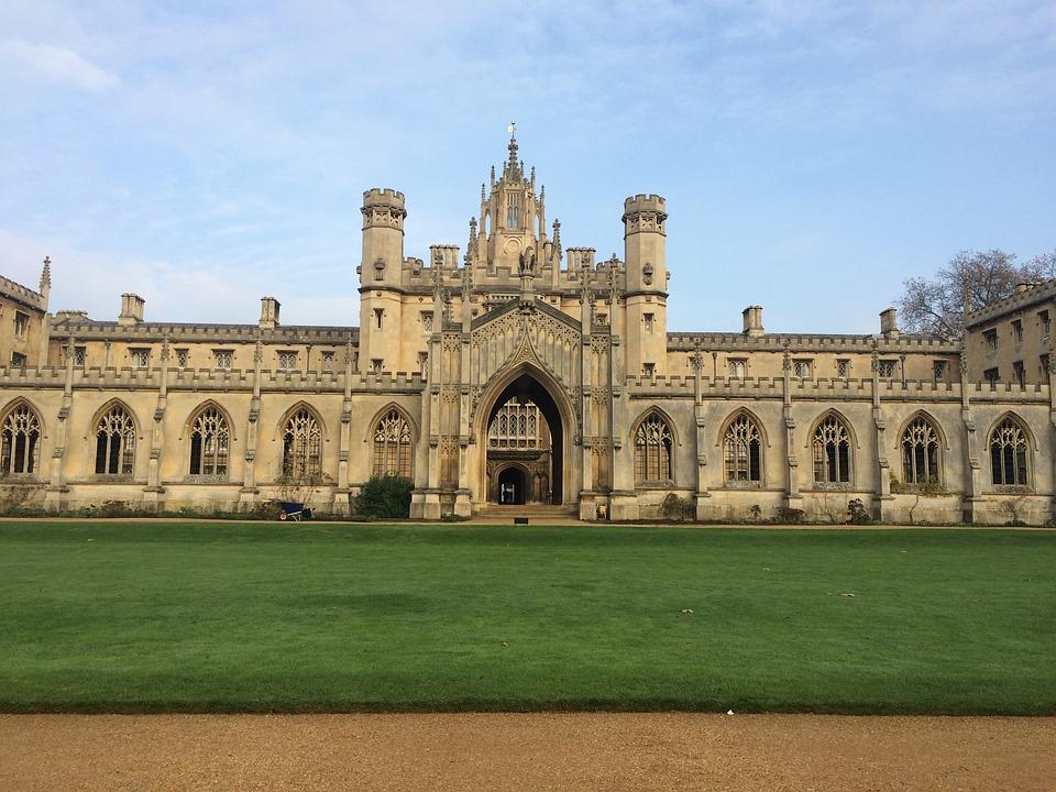 Universitetet i Cambridgeer Sandra Bullock dating noen akkurat nå
