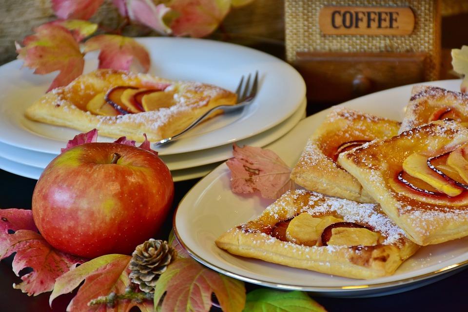 アップル, ペストリー, ケーキ, パイ生地, リンゴの売上高, プラム, 焼く, キッチン, 自家製