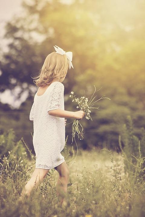 Fată, Mers, Tineri, Natura, În Aer Liber, Copilărie
