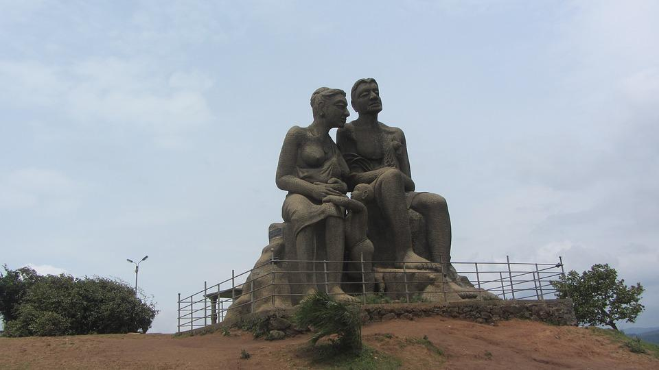 A statue of Kuravan and Kurathi