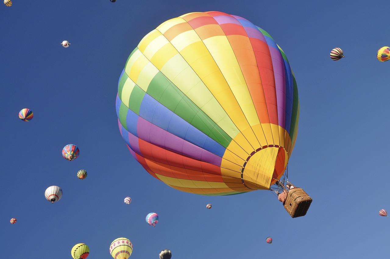 картинка с летающими шарами видно