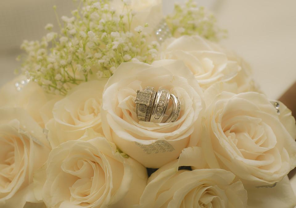 6000+ Gambar Cincin Pernikahan Dan Bunga  Paling Baru