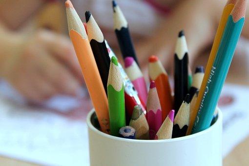 Resultado de imagen de  niños con lapices de colores