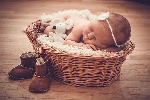 宝宝1岁前,宝妈别着急让他做这4件事,太早对健康没有好处