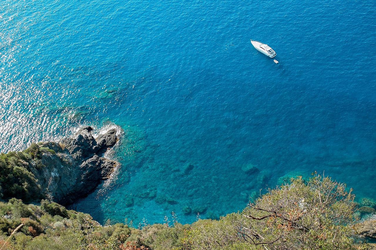 mediterranean-sea-bikini-photos-pictures-teen-freckled-redhead-nude-ass
