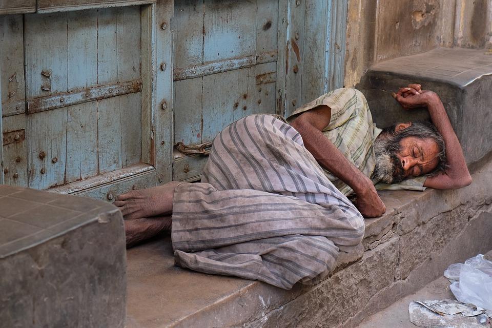Indie, Cierpienia, Ubóstwo, Drogowych