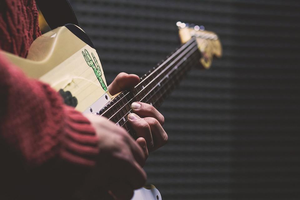 人, 電気, フェンダー, ギター, 手, 男, 音楽, 再生, リハーサル, サウンド, Squier
