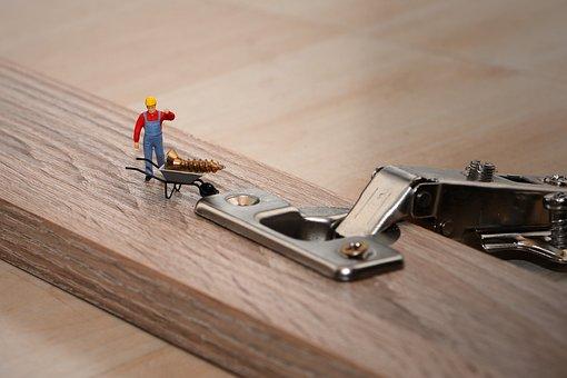 小さな人, 少しのヘルパー, 内閣の構築, 家具の組み立て