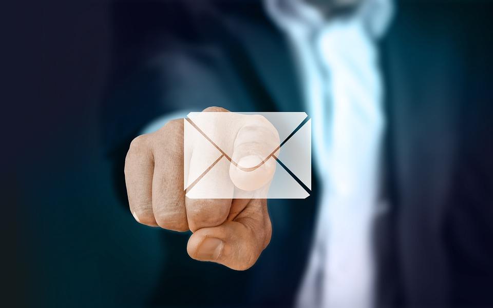 実業家, 指, タッチ, 電源を入れます, メール, 電子メール, で, インターネット, 通信