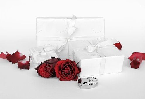 Gift, Surprise, Packed, Love, Heart,Know more about the days leading up to Valentine's day like Rose Day, Chocolate day and Anti-Valentine's day like break up day, slap day and more.