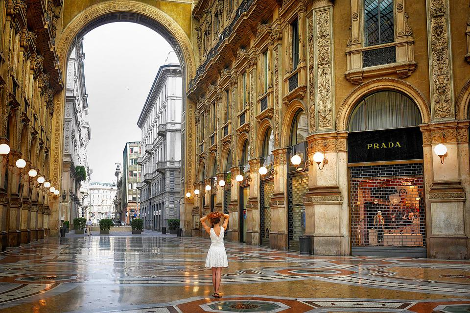 6 best places for all to enjoy shopping in italy at its best for Outlet near milan