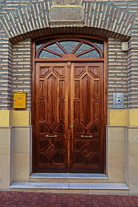 door wooden door wood closed facade rustic & Door Wooden Wood · Free photo on Pixabay