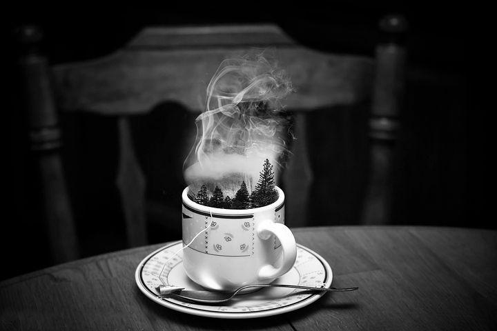 модели фото с чашкой чая и дымком научится плавать
