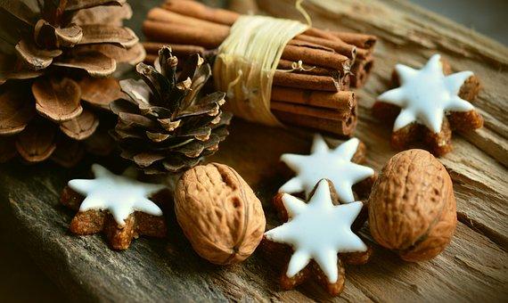 Les Cookies, Noix, Bâtons De Cannelle