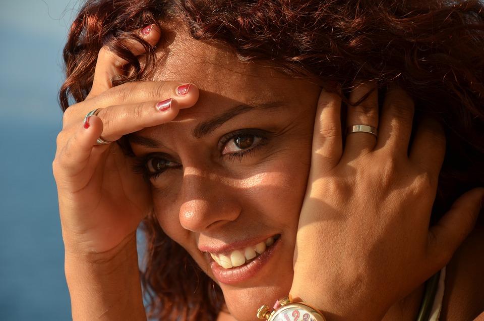 piękna kobieta, ładny koloryt cery, zdrowa skóra