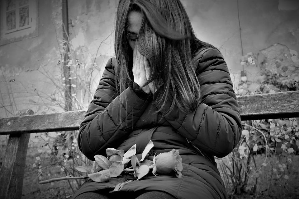Smutná Dievča, Červené Ruže, Stratená Láska, Osamelý